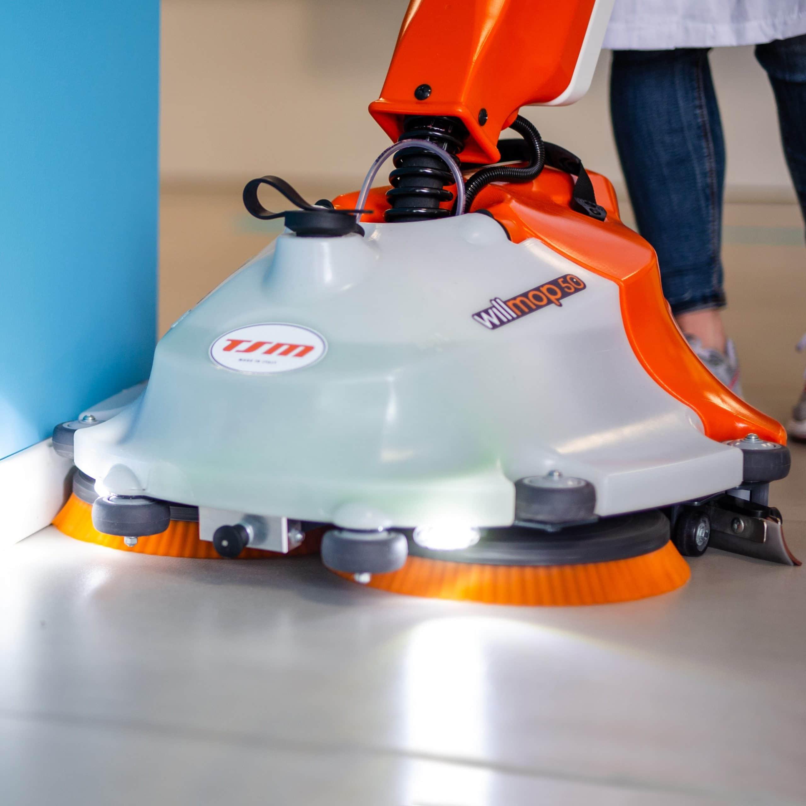 Čisitlni stroj za profesionalno čiščenje tal WILLMOP 50